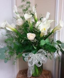 Elegant calla lily and rose bouquet