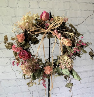 Small dried Wreath- Pink Perfection